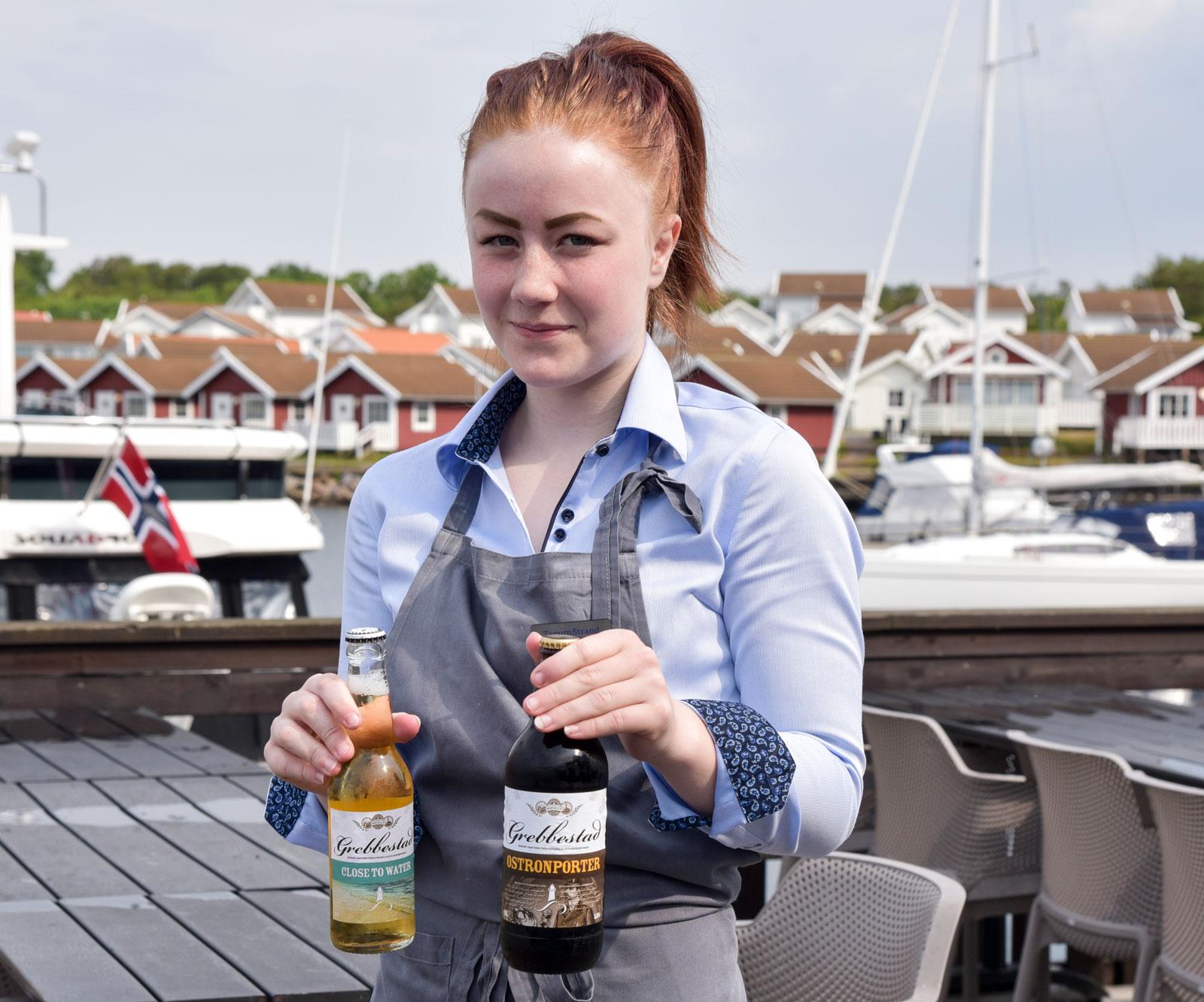 Linnea visar oss Grebbestads lokala öl som passar till skaldjur. Ett ljust öl och en porter.