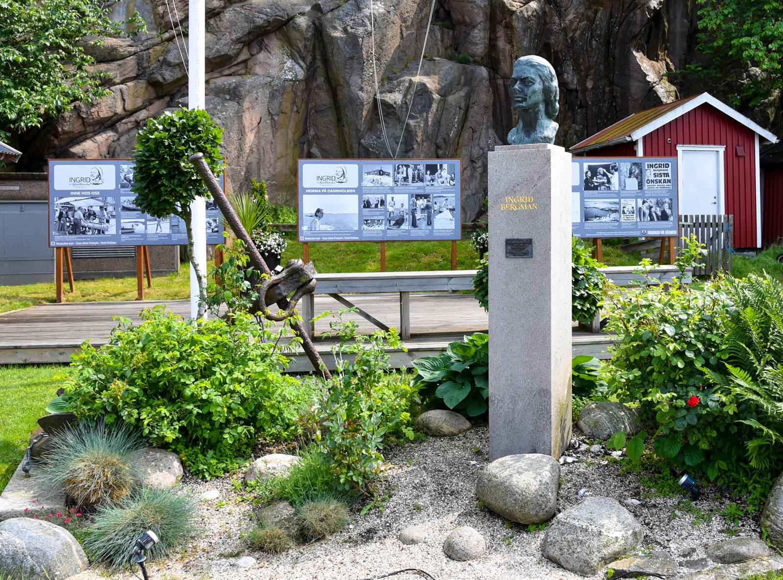 I Fjällbacka finns en utställning och ett litet torg tillägnat Ingrid Bergman som gärna vistades här.