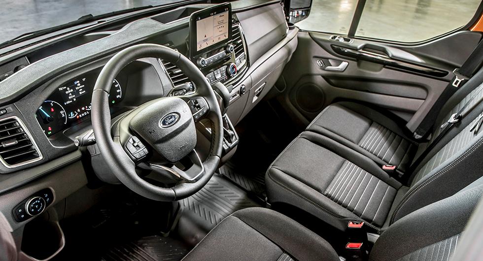 Instrumenteringen är föredömligt överskådlig och känns igen från personbilarna Fiesta och Focus.