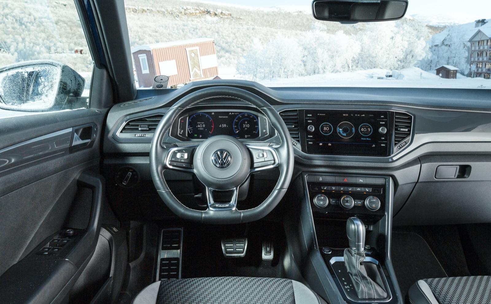 """Volkswagen: Hårdplasten härskar högt och lågt. """"Plastkvalité från långteststallets Dacia"""" stod det i ett testprotokoll. Det är inget positivt omdöme."""