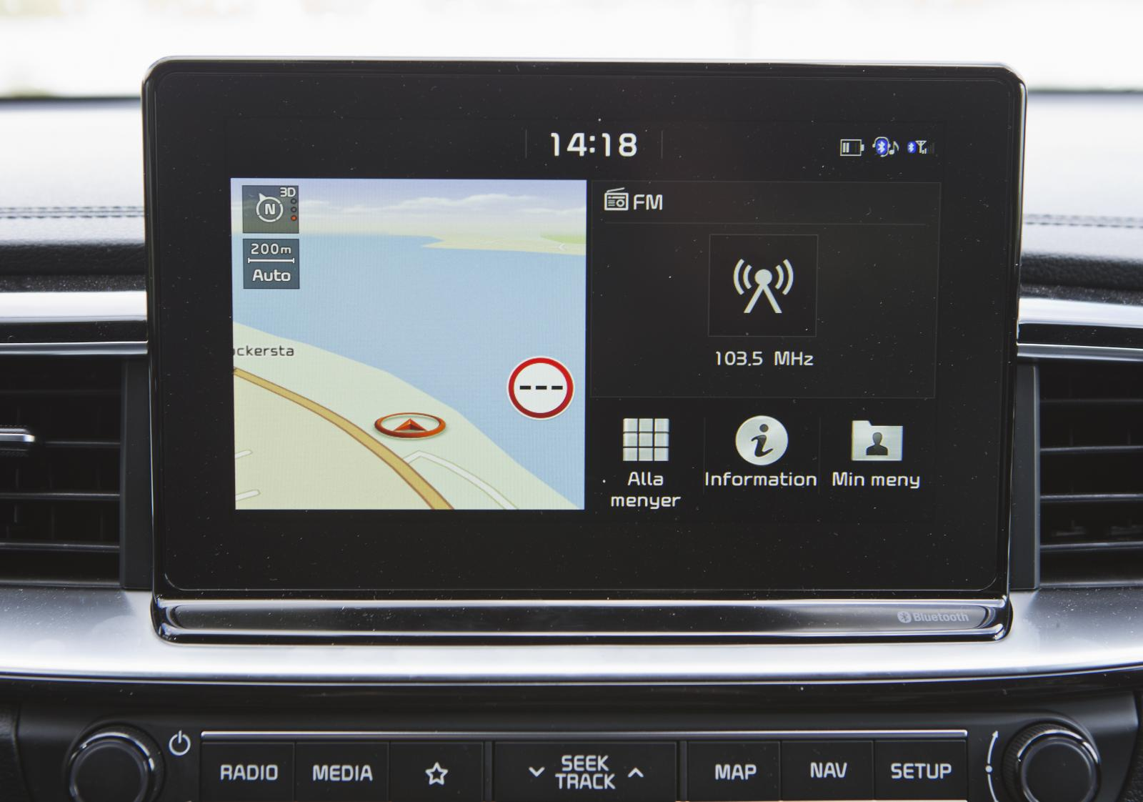 Kia: Har (förstås) samma system som Hyundai, men inställningsvreden återfinns ett stycke ned på panelen. Snabb bluetoothkoppling i både i30 och Ceed.