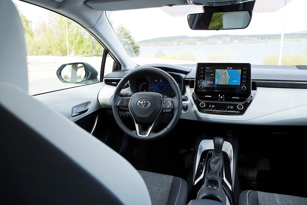 Toyota: Design och fingertoppskänsla har fått ett klart lyft i Corolla jämfört med Auris. Lika enkel i funktionerna som Hyundai och Kia är Toyota dock inte.