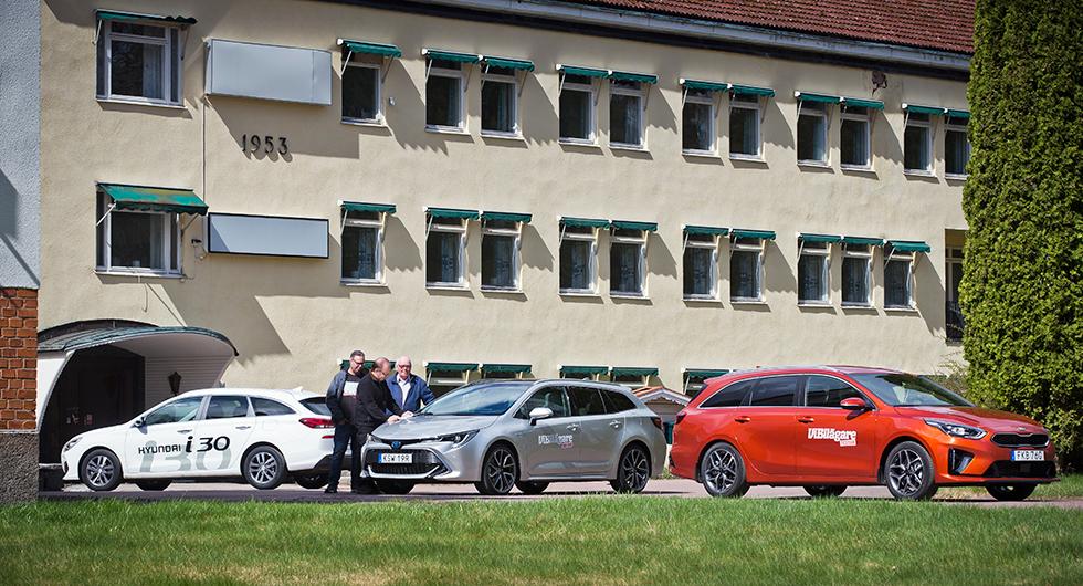 Uddeholms en gång så livliga kontor sover Törnrosasömn när tre riktiga bruksbilar hälsar på.