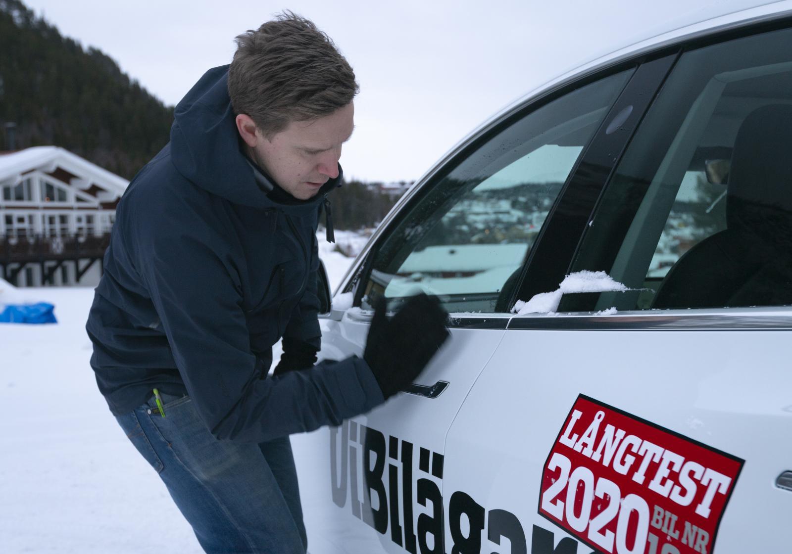Tesla, öppna dig! Snygga dörrhandtag är inte alltid så enkla att greppa med vantarna på i iskylan.