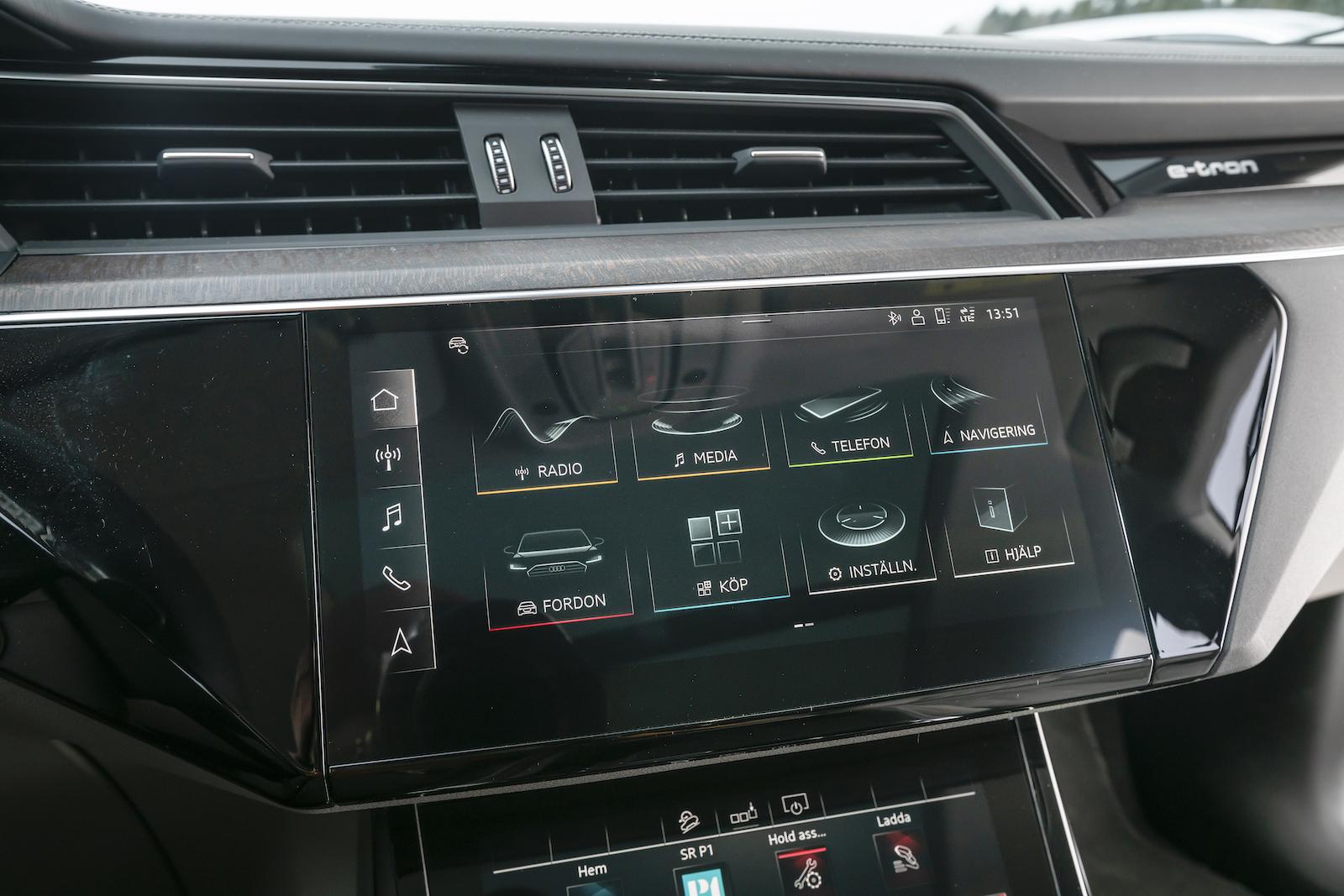 Audi: Skärmen är arvegods från A6 med flera. Skarp som få och tydlig grafik, haptisk återkoppling vid tryck underlättar.