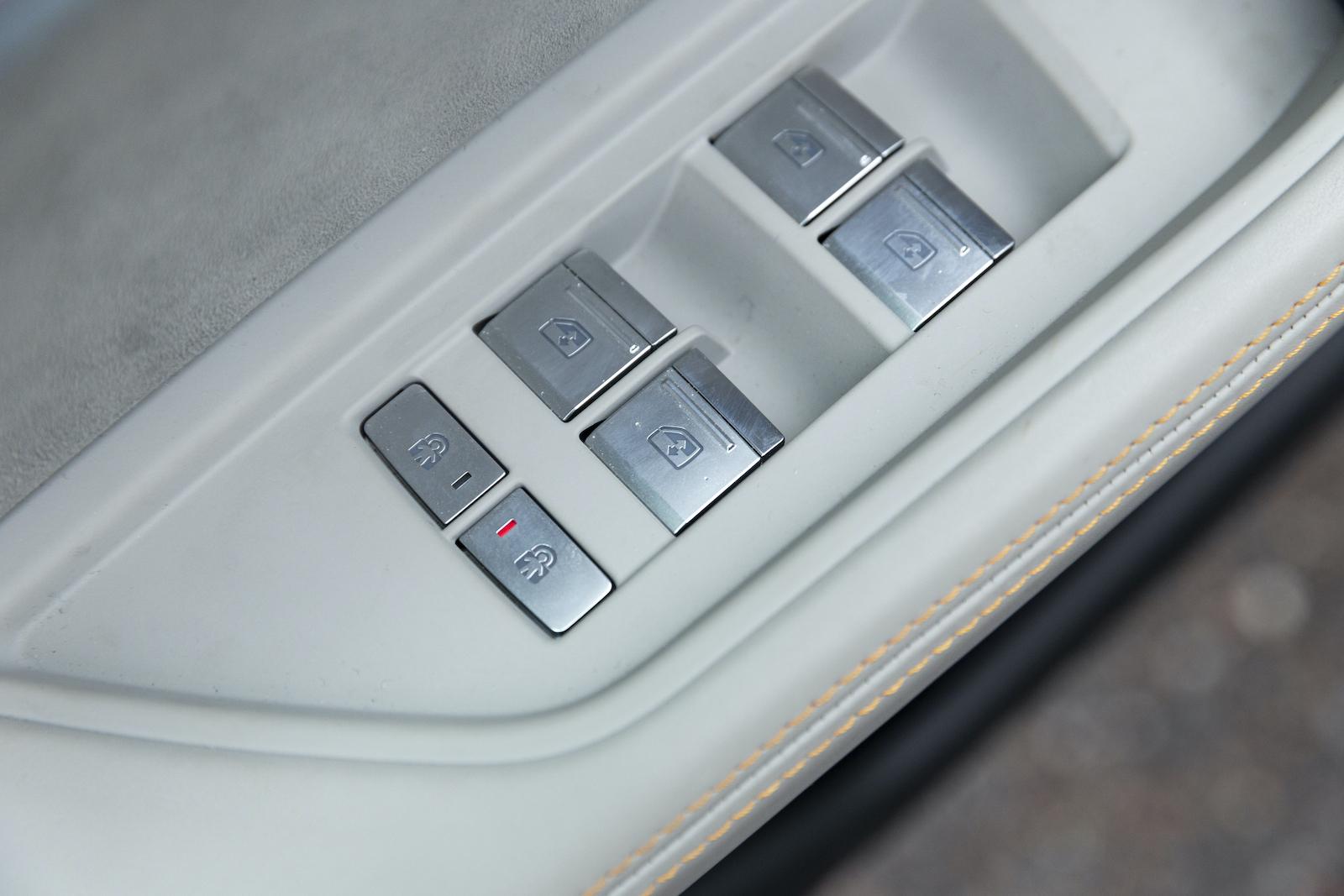 Audi har elektriska barnsäkerhetslås för höger och vänster sida.