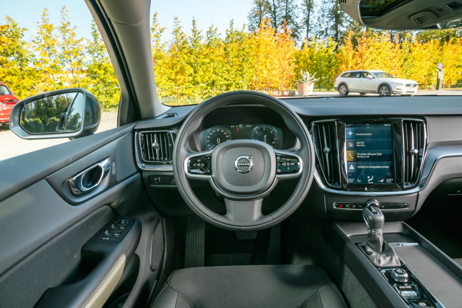 Volvo: Lågt insteg men väl på plats sitter man bäst i V60. Bekant vy för moderna Volvo-ägare, inget unikt för V60 att vila ögonen på.
