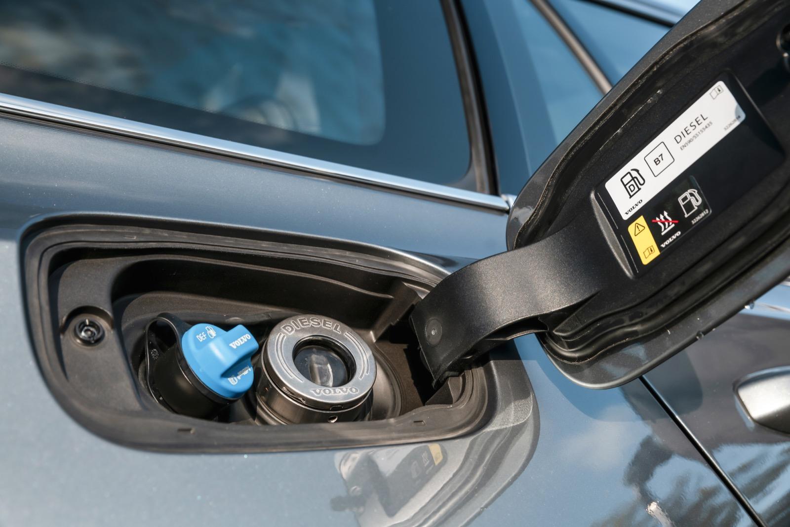 Alla nya Volvobilar är godkända för den syntetiska HVO-dieseln som sänker det fossila CO2-utsläppet med upp till 90 %.