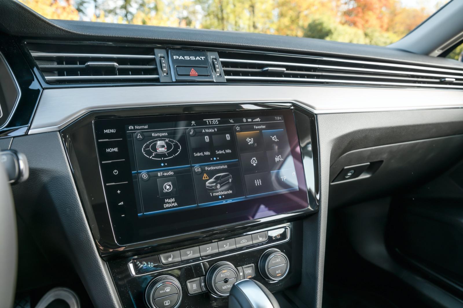 Volkswagen: Discover Pro-skärmen (tillval) saknar volym- och zoomvred, men kan bläddra i menyer och mediaspår via handgester. Krispig och klar upplösning.