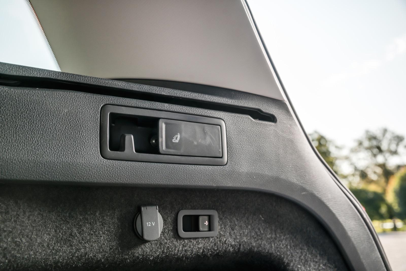 Volkswagen: Vettiga kasshållarkrokar som inte är av den bräckliga, utfällbara sorten.
