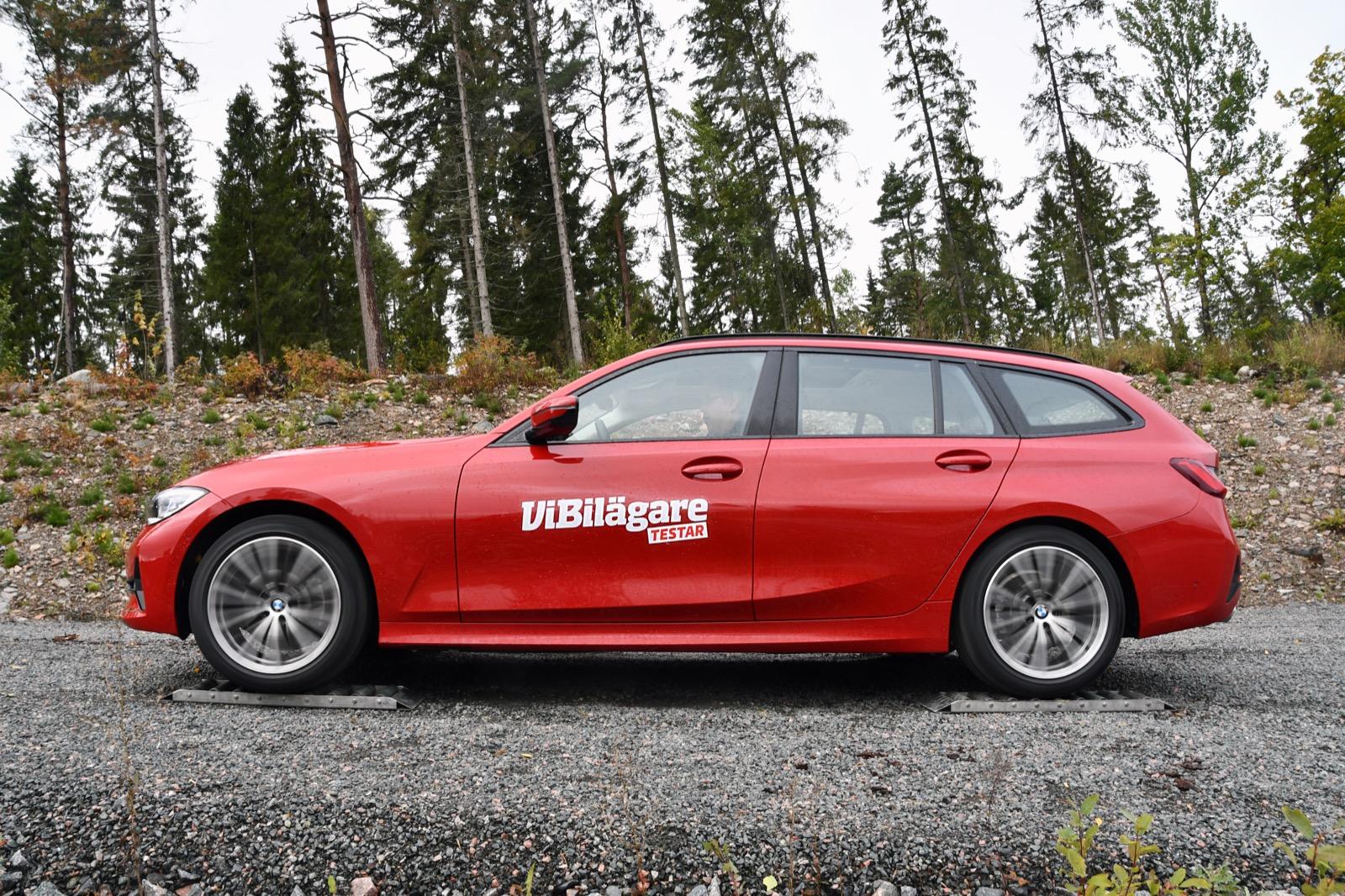 BMW:s fyrhjulsdrift är snäppet vassare än VW/Volvos. xDrive-systemet klarar även att starta med tre hjul på nollfriktionsrullar.
