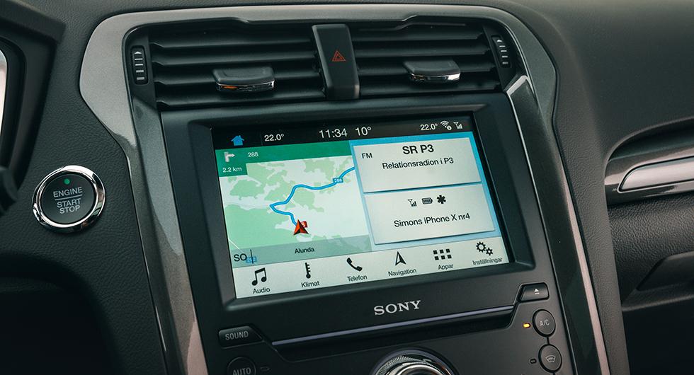 """Ford: Sync 3 står sig bra. Tydliga ikoner men systemet är inte gjort för mer omfattande bilinformation. Grafiken för hybriddrivlinan hittas därför under """"appar""""."""