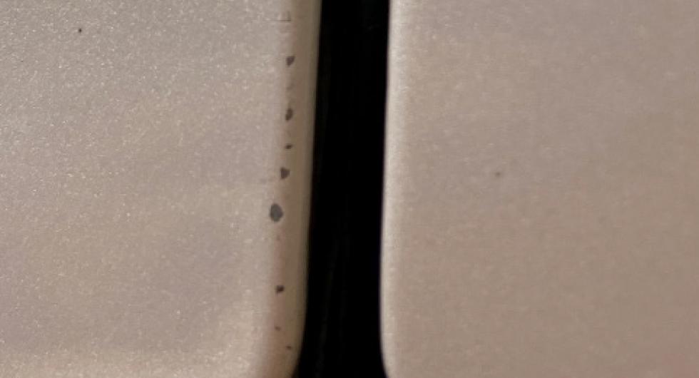 Testbilen hade redan fått blästerskador i framkant av dörren