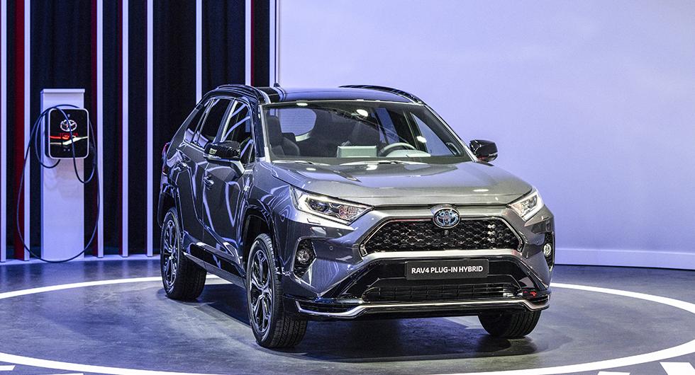 Toyota RAV4 som laddhybrid kan bli en storsäljare i Sverige. Upp till 65 km räckvidd på el och förmånsvärde på 1 244 kr/mån gör den till en potentiell tjänstebilsfavorit.