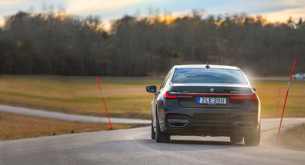 Trots formatet en förvånansvärt hanterlig bil att ratta och inte är den så blytung som man kanske tror heller.
