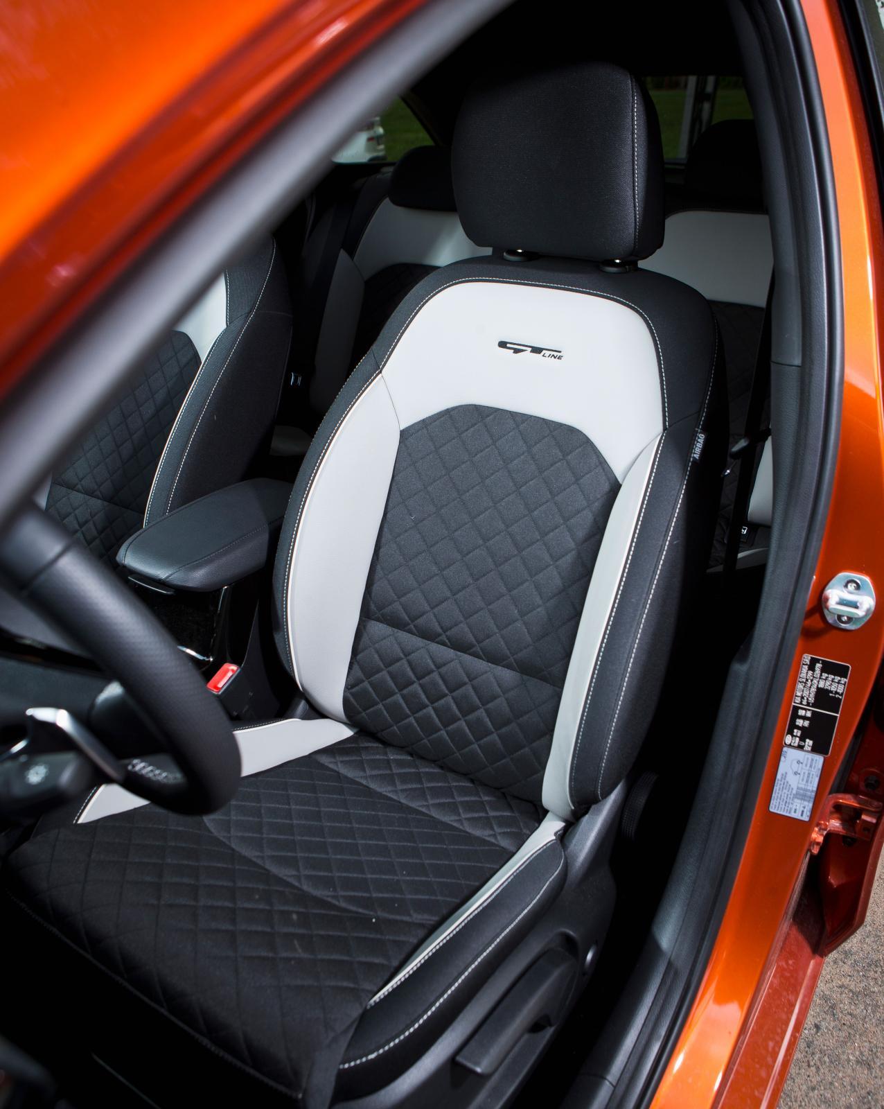 I Kia blir vi hela tiden påminda om hur skönt ratten är utformad jämfört med de andra testbilarnas. Det råder inte lika stor enighet om nyttan av avfasad underkant på kringlan.