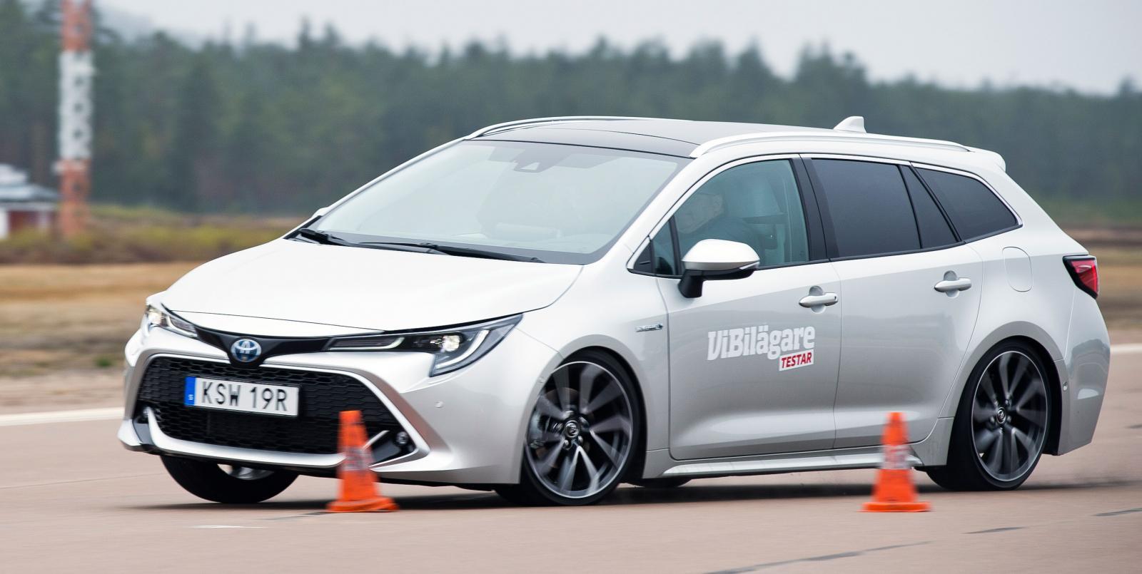 Toyota häver sig tungt och har vevig styrning utan känsla. Klarar knappt 70 km/tim.