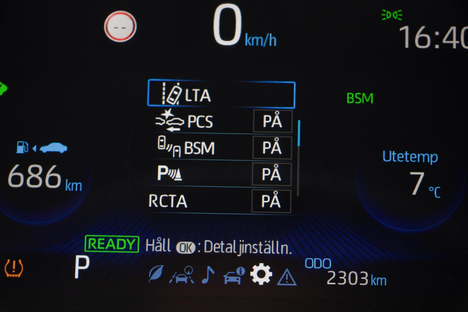 Toyotas färddator ger rikliga möjligheter men är rörig och det är inte lätt att begripa förkortningarna.