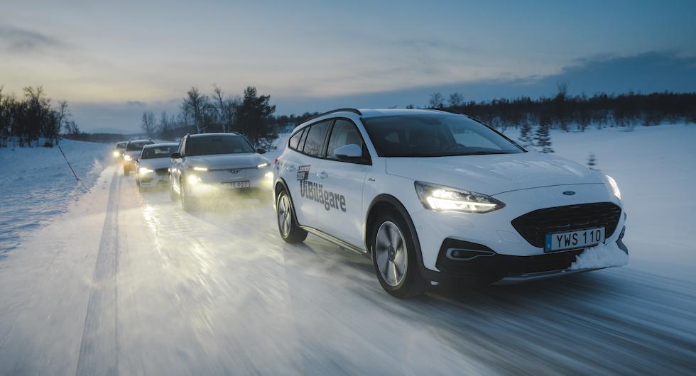 Nästan bara vitt LED-sken så vitt vi kan se. Men vilken vit testbil lyser starkast?