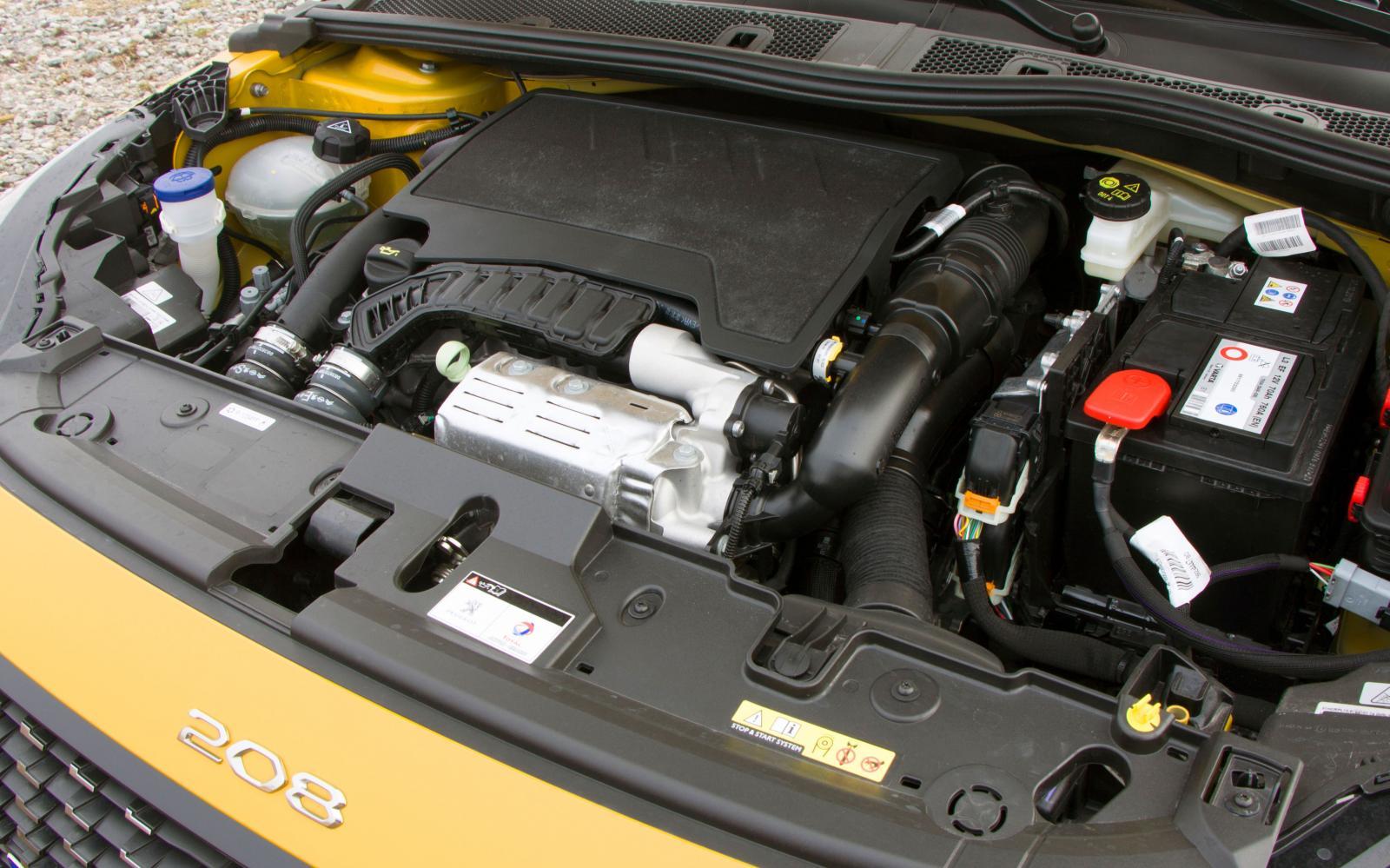 Tre cylindrar och turbo i fint samspel med automatlådan – Peugeot har det klart bästa vridmomentet och den mest kultiverade gången i den här trion.