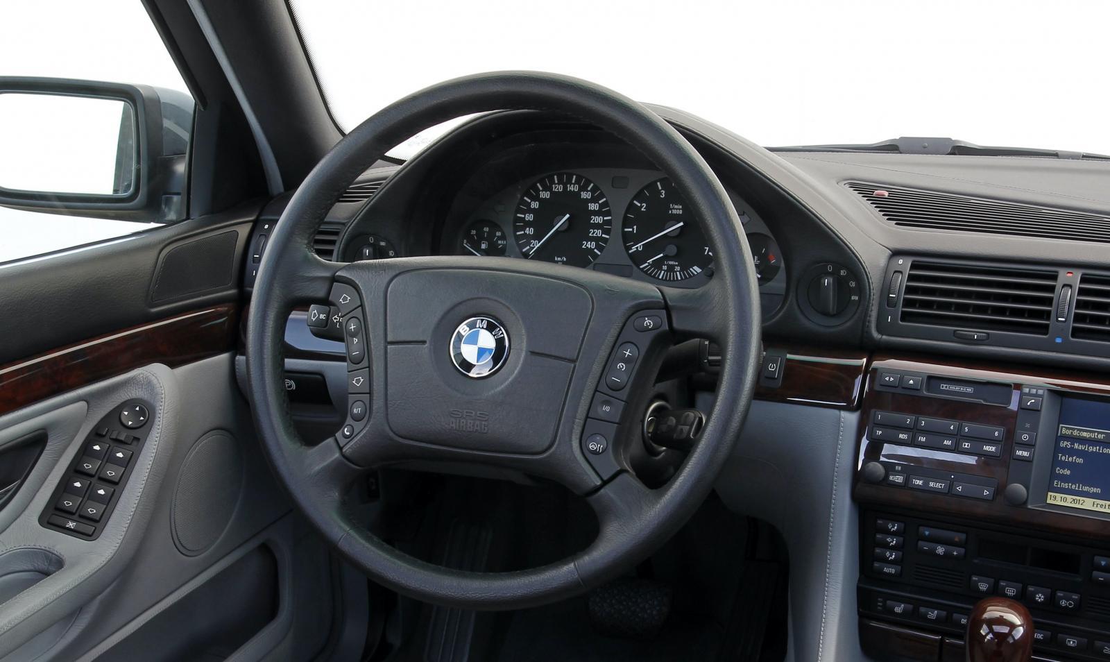 På 1990-talet hade BMW föredömligt enkel mätardesign. Här i E38-generationens BMW 750i.