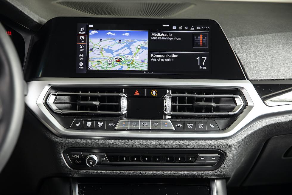 Mediaskärmen i BMW 320D.