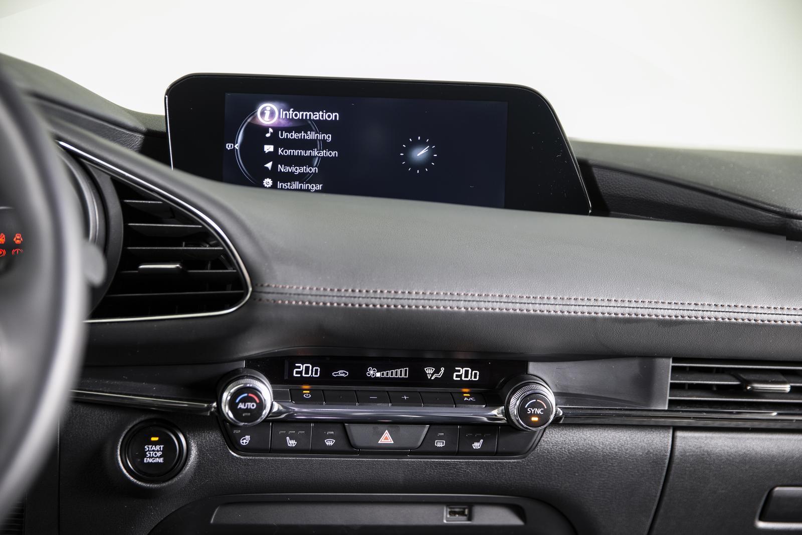Mediaskärmen i Mazda 3.