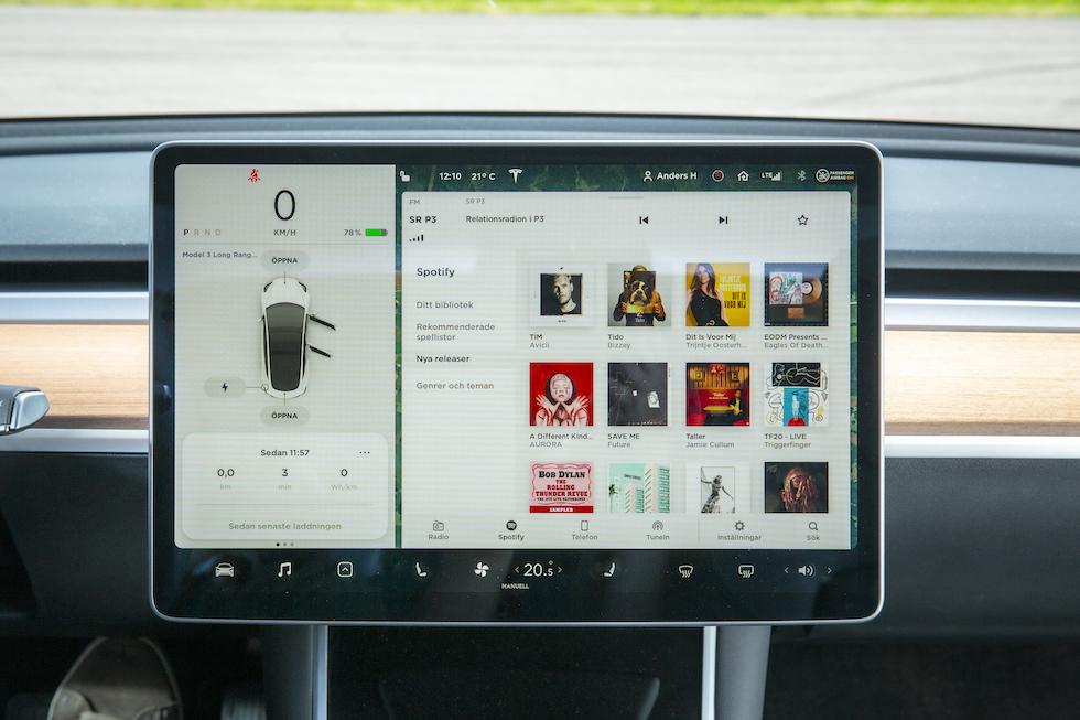 Mediaskärmen i Tesla Model 3.
