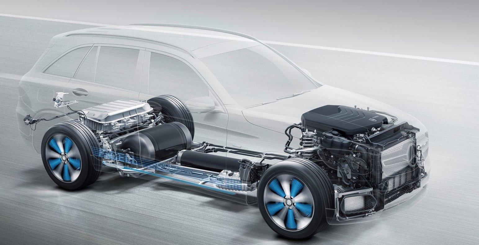 Mercedes GLC F-Cell tankas med vätgas men har även ett batteri som kan laddas och driva bilen i några mil, som en laddhybrid. Modellen är dyr att tillverka och läggs nu ned.