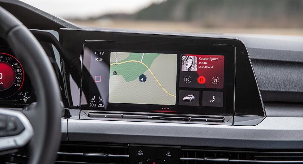 """Volkswagen: Grafiken i det nya menysystemet har rensats upp och har god översikt med tydliga """"knappar"""". Lättast att använda."""