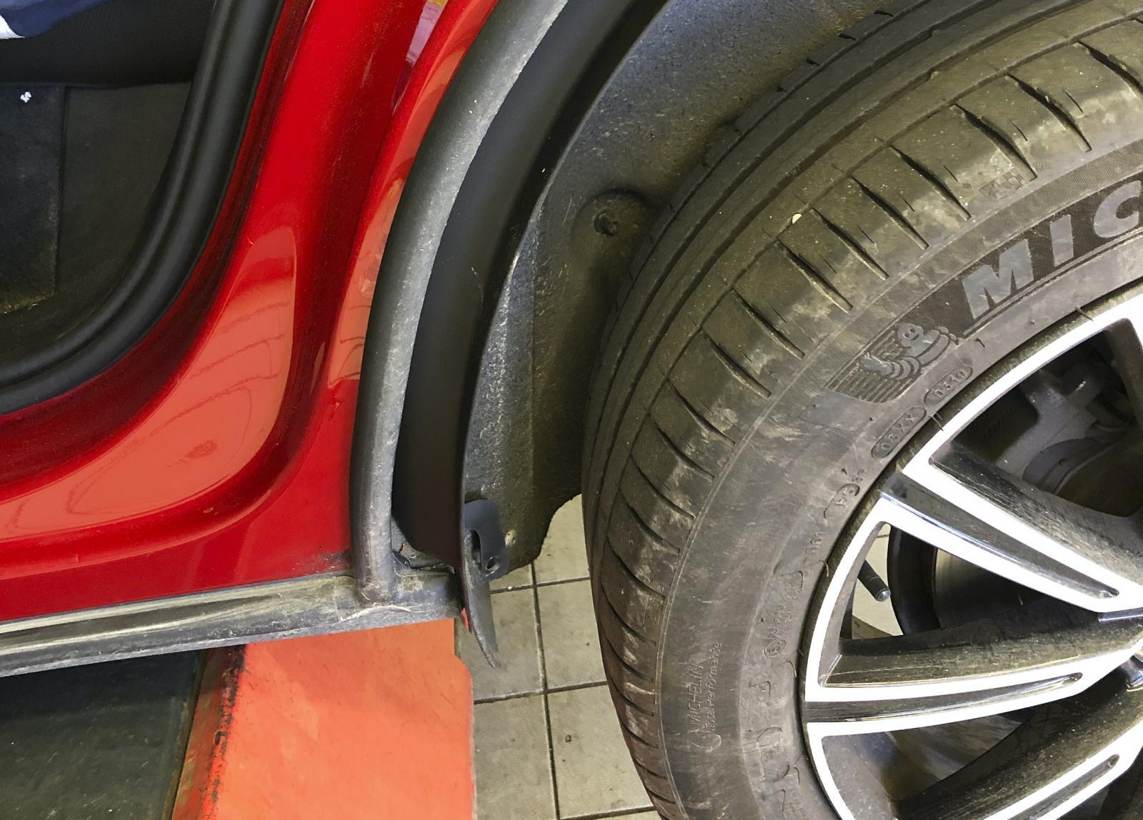 Volvos åtgärd består av ett extra stänkskydd som monteras i hjulhuset.