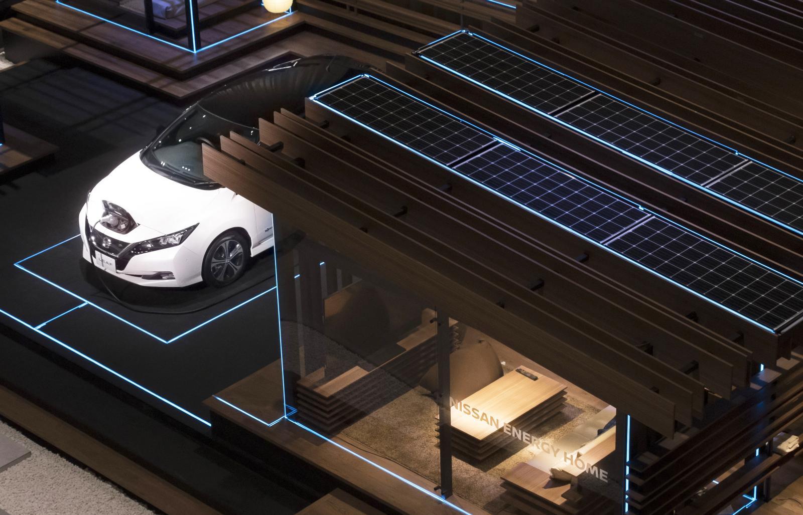 Nissan har visat upp ett smart hem med solcellspaneler och möjlighet att använda elbilen Leaf som ett extra batteri.