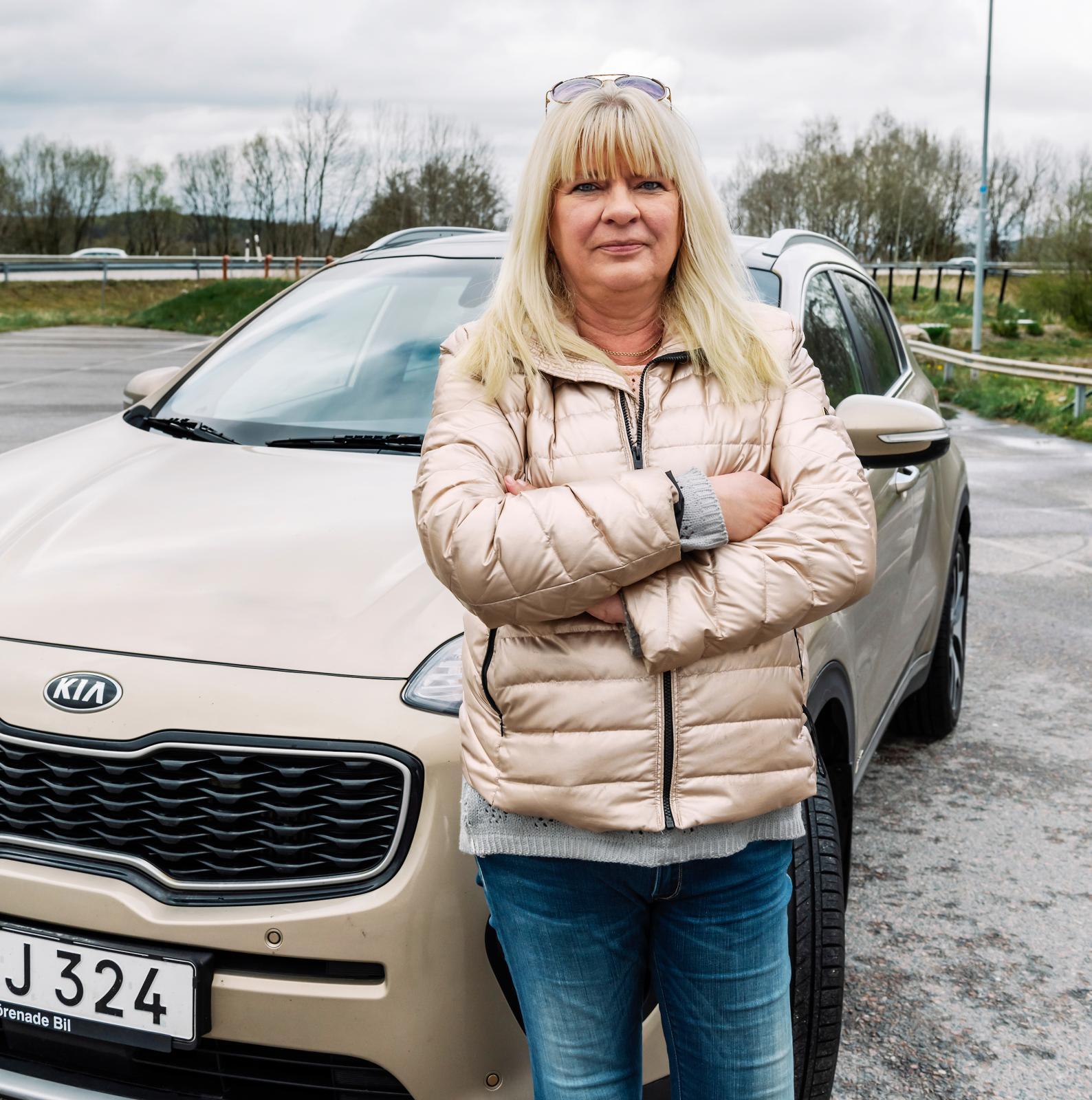 Glastaket på Chatarina Anderssons Kia exploderade när hon var på väg till jobbet.