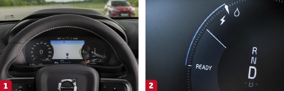 1. Avskalat instrumentkluster. Kartvyn går att välja bort. En vettig färddator saknas vilket är märkligt, framförallt i hybridversionen. || 2. I kraftmätaren ger Volvo en tydlig guide hur mycket man kan gasa innan bensinmotorn tar in. Gaspedalen har också ett litet motstånd som underlättar för föraren att hålla sig på rätt sida brytpunkten.