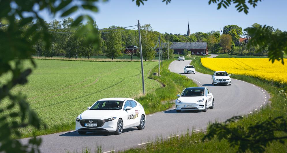 Känslan av svensk sommar på riktigt infann sig längs den vindlande vägen ut till vackra Arnö söder om Enköping.
