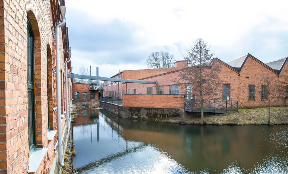 Alla möjliga vinklar hit och dit, nog var industrilokaler snyggare förr i tiden. Här låg Åtvidabergs vagnfabrik.