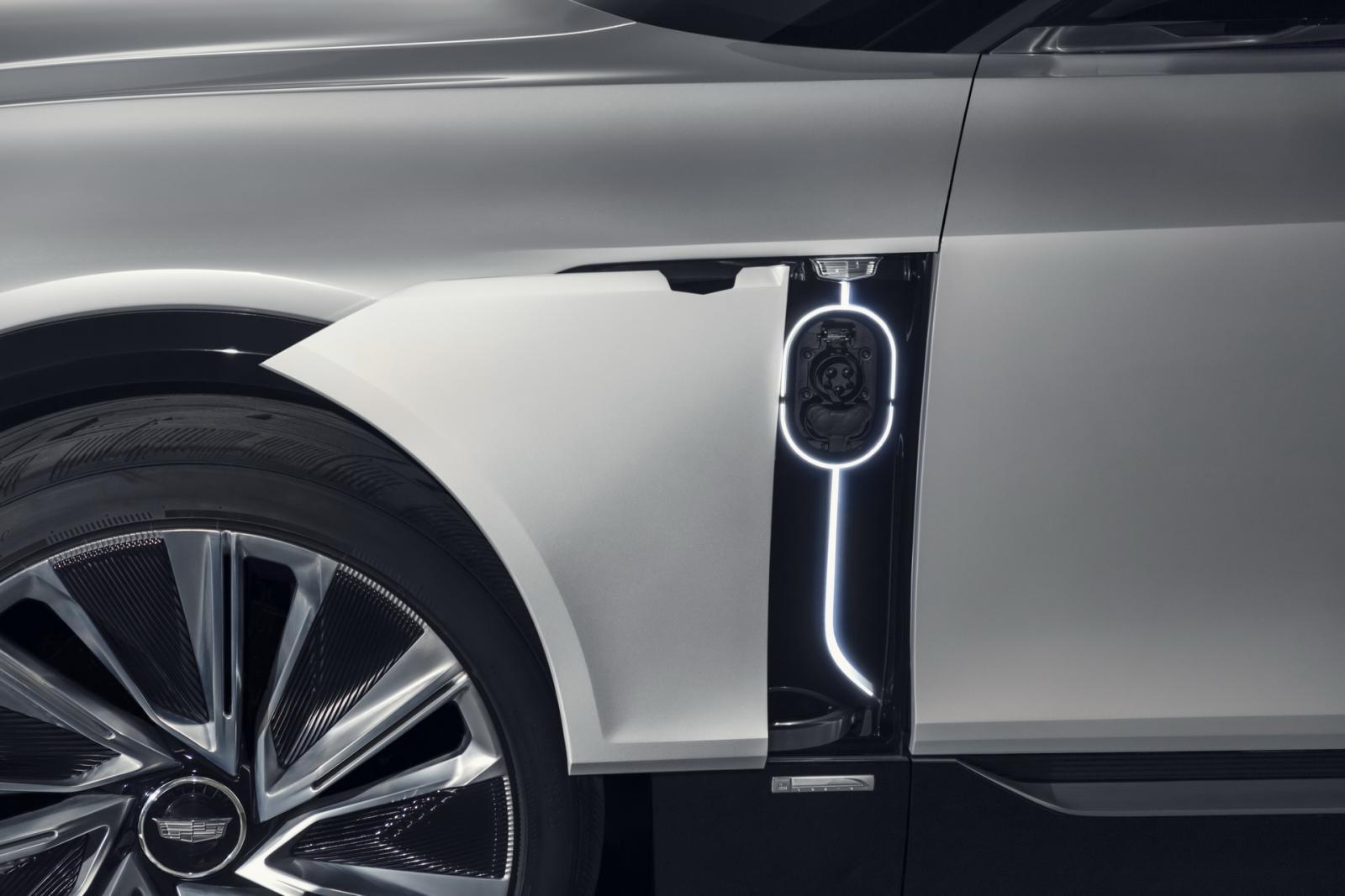 Officiell: Cadillac Lyriq är en ny elsuv med jätteskärm och smart ljudisolering