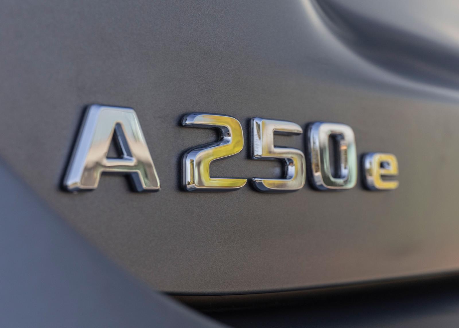 Modellen har en systemeffekt på totalt 218 hk vilket räcker för att göra 0–100 på 6,6 sek.