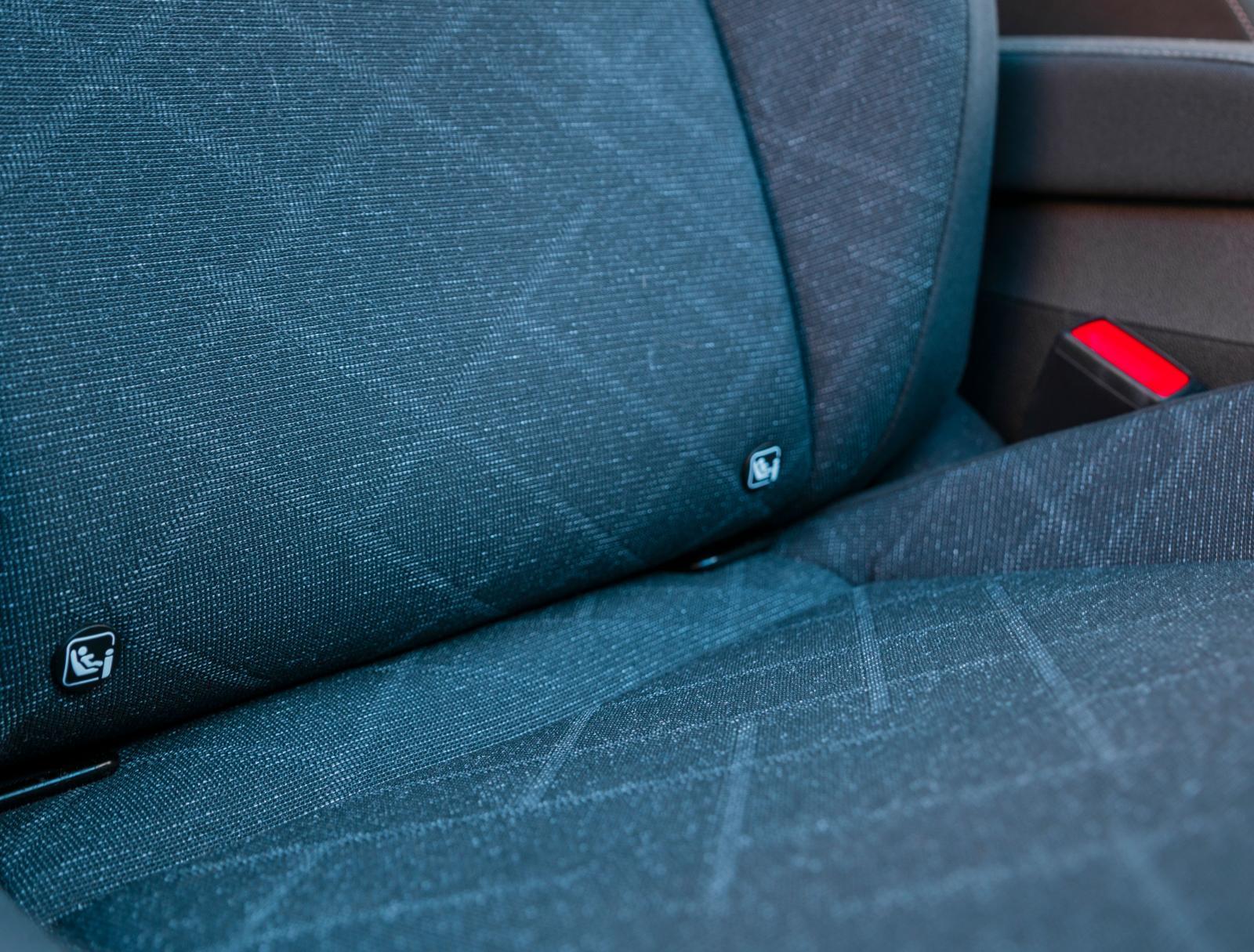 VW har isofixfästen i passagerarstolen. Tillval till Audi och BMW.