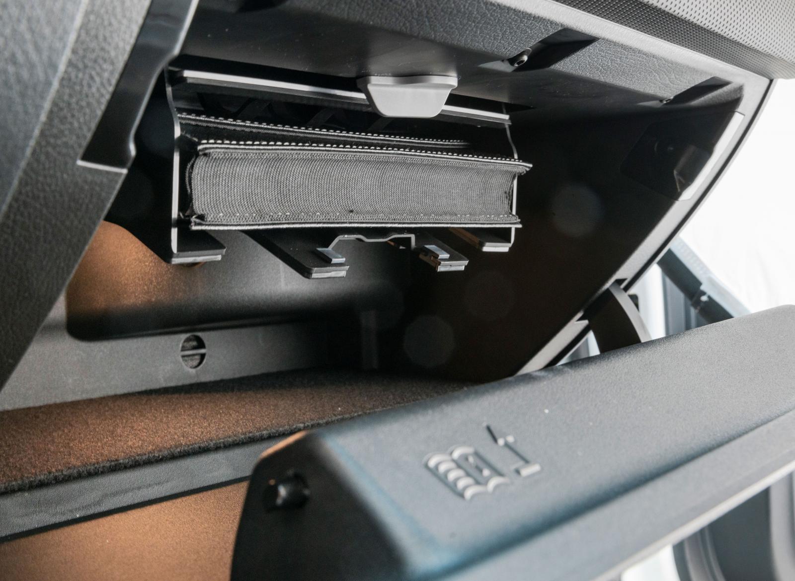 """Mercedes 615 tätskrivna sidor hittas i ett """"lönnfack""""."""