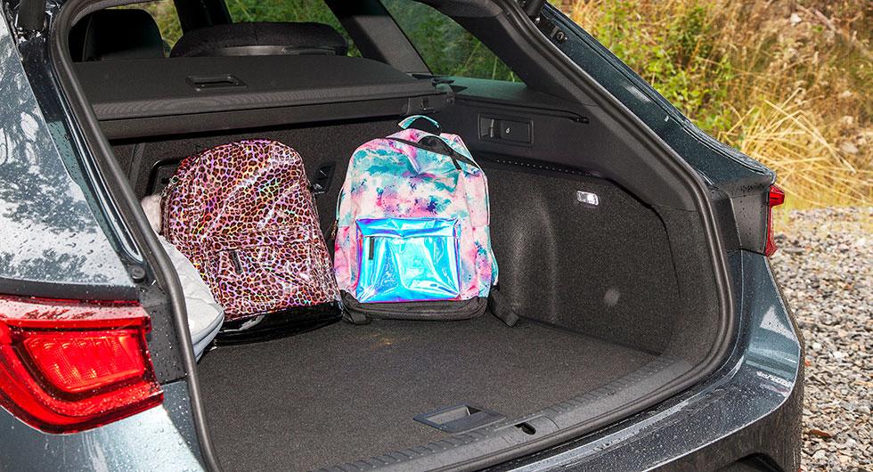 Lättlastat bagageutrymme med brett gap utan tröskel.