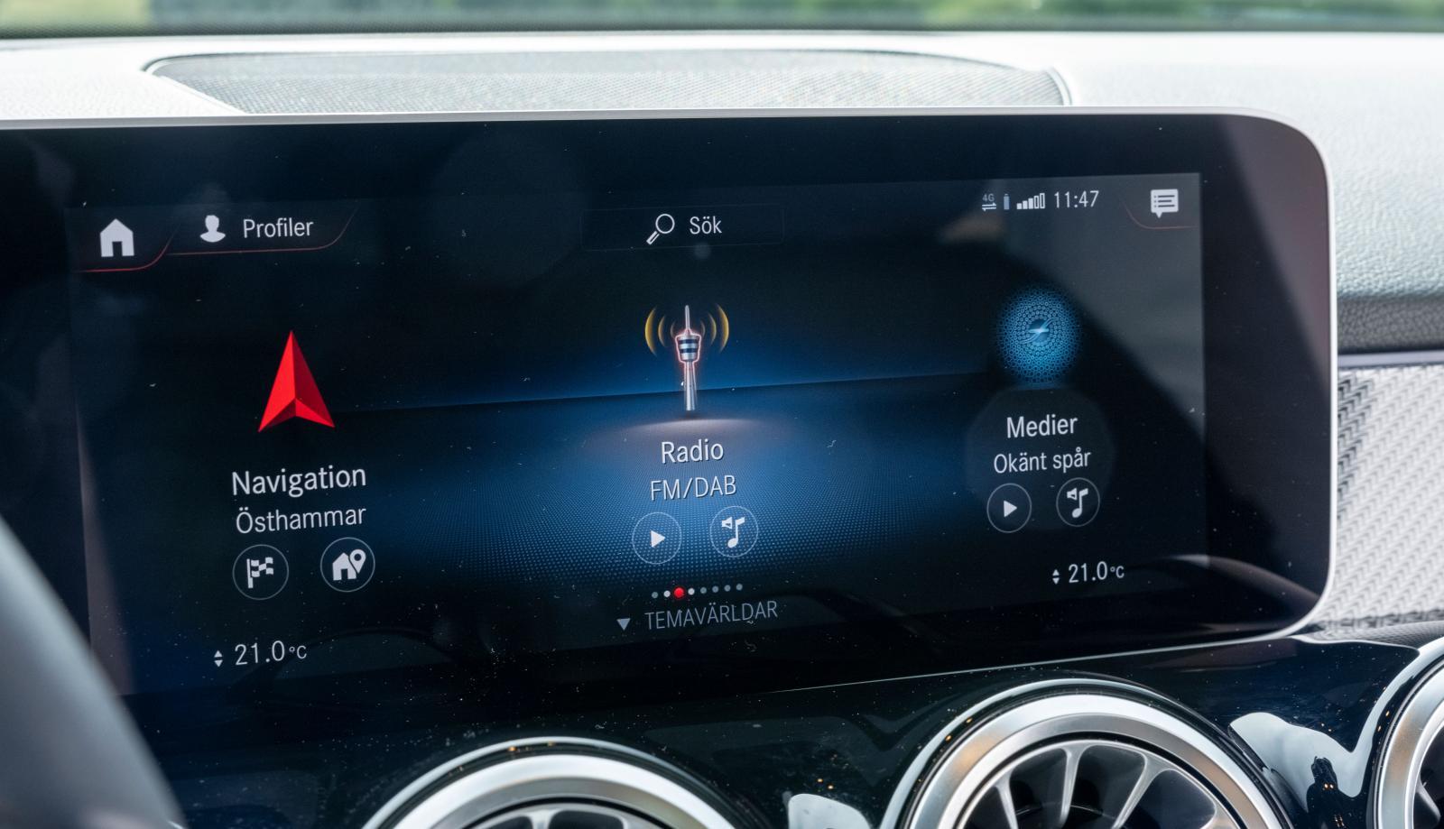 Mercedes: MBUX-systemet har oöverskådligt många finesser och funktioner. Krispig grafik! Testbilens ljudanläggning (Burmester, 4800 kronor extra) lät ovanligt bra.