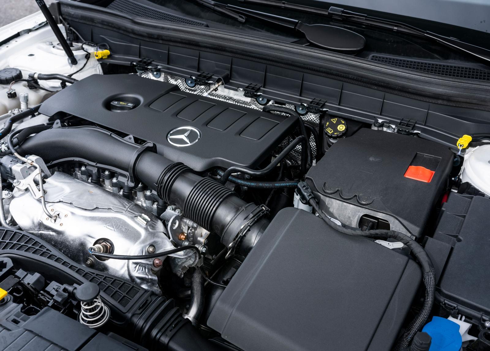 Påtagligt rapp motorkaraktär, GLB är snudd på GTI-SUV med denna bestyckning. Ett bättre samarbete med den åttaväxlade dubbelkopplingslådan önskas.