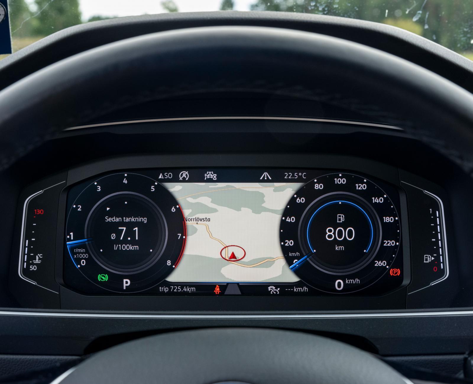 """Volkswagens digitala instrumentvisning """"Digital Cockpit Por"""" är en trivsam och bra finess à 5 600 kronor."""