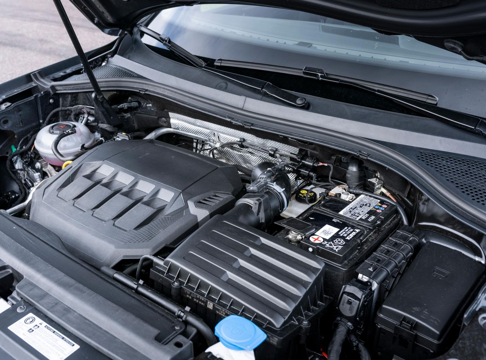 En motor som gör sitt jobb, varken mer eller mindre. Påtaglig reaktionsskillnad mellan normal- och sportläge i dubbelkopplingslådan.