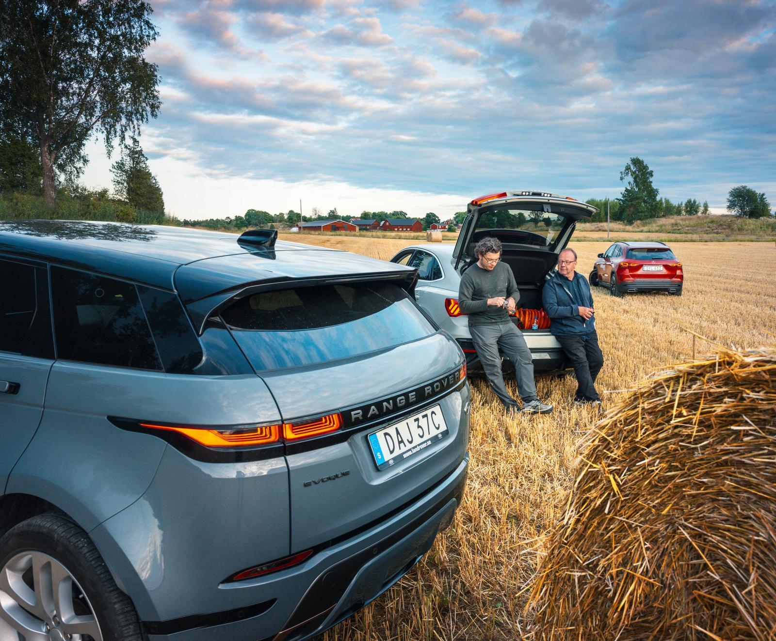 """Bakluckepaus. Range Rover har """"rinnande"""" blinkers. Snyggt men rakt bakifrån blir blinkersljuset ganska otydlig då det inte går in i backluckans del av lampan."""