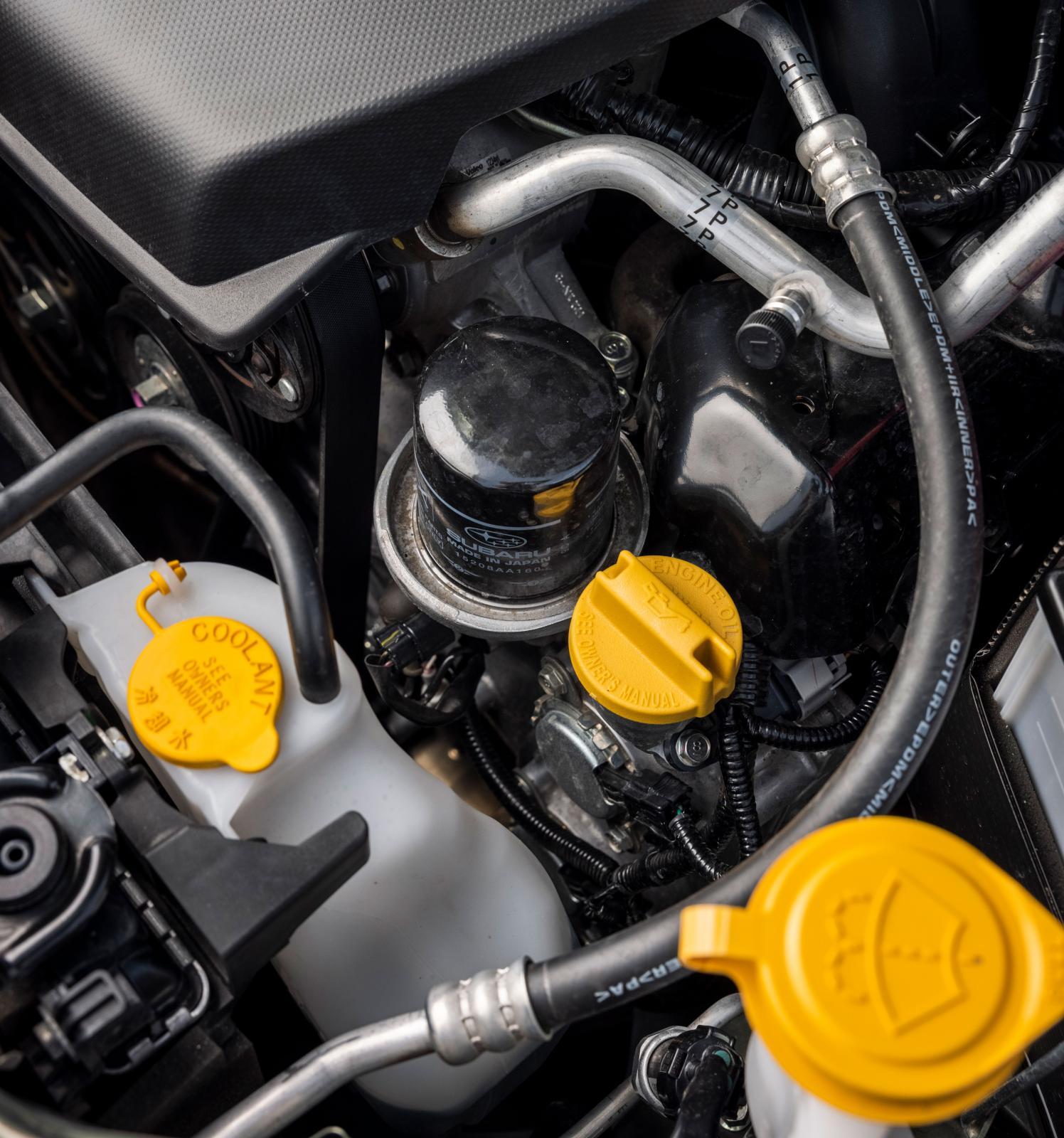 Oljefiltret högt uppe i Subarus motorrum är nog marknadens mest lättbytta.