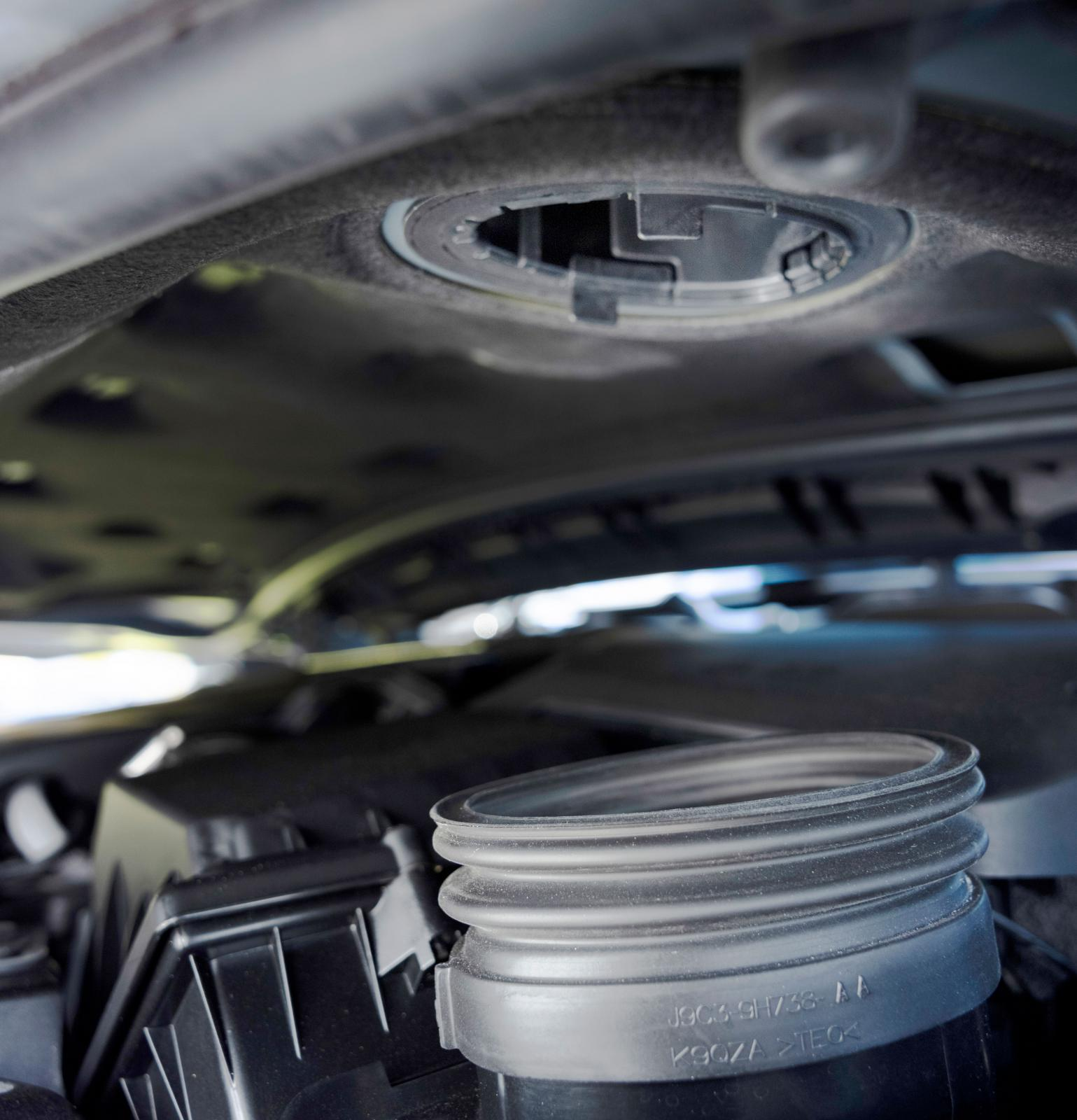 Evoque tar in motorns luft från ovankant av motorhuven, det ger ett vaddjup på 60 cm.