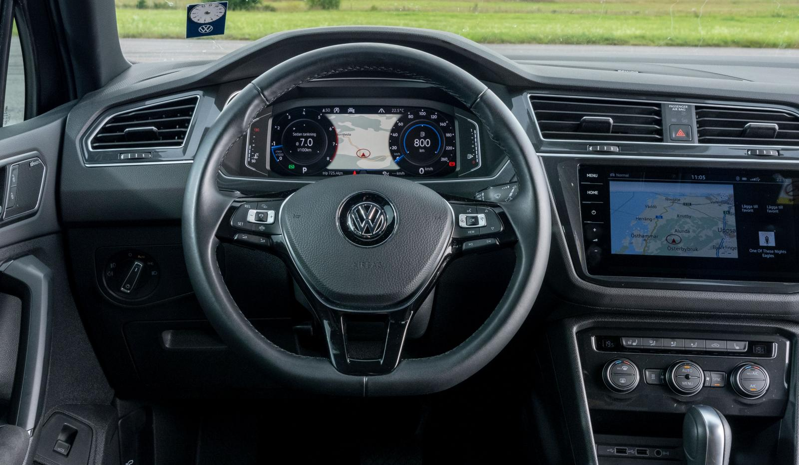 Volkswagen: Grundform och funktioner är bekanta för miljoner VW-bilister. Bra rattknappar, lätt att hitta rätt körställning men rattens lutning passar inte alla.
