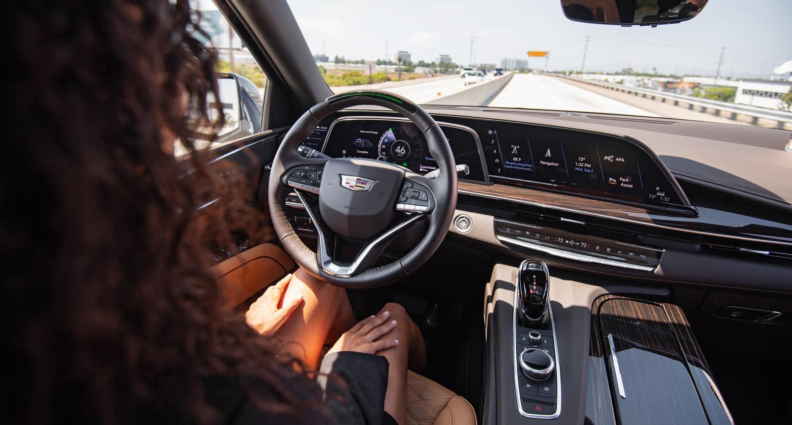 Cadillac är överlägsen vinnare i testet, inte minst eftersom det övervakar föraren och håller koll på om han eller hon har uppmärksamheten på vägen.
